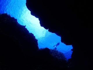 洞窟内からの景色