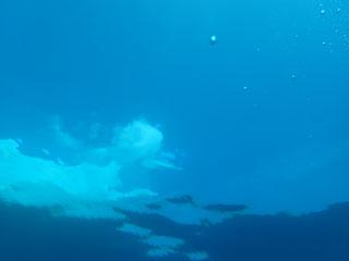 水中からの青空