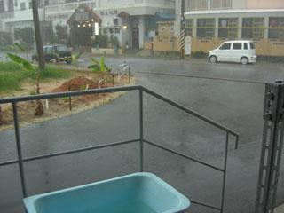 雨ザーザー