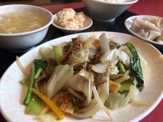 牛肉と野菜の細切り炒め