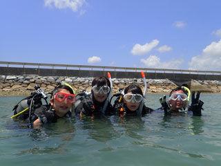 体験ダイビング水面
